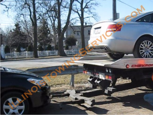 Towing in Woodstock IL Illinois - flatbed and wheel lift